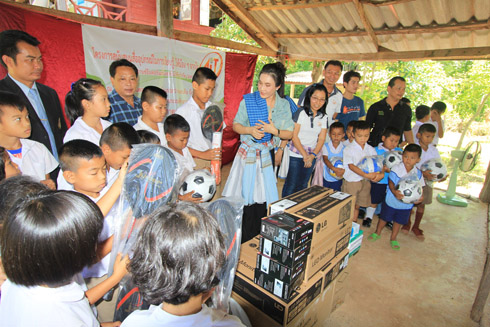 The Company management and employees kindly donated of computers and sports equipment to the children of the Apaidamroongtam School